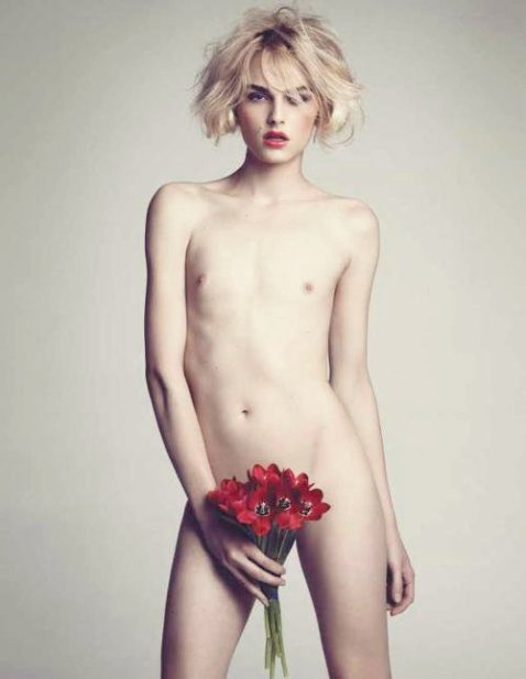 andrej-pejic-model-naked-with-roses